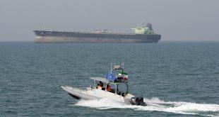 ترامب يأمر القوات البحرية بتدمير أي زوارق إيرانية تتحرش بالسفن الأمريكية