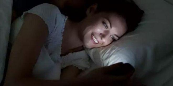 7 أشياء يجب عليك عدم القيام بها على السرير قبل النوم