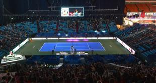 """فتيات إيطاليا يلعبن مباراة """"تنس"""" على أسطح المنازل... فيديو"""