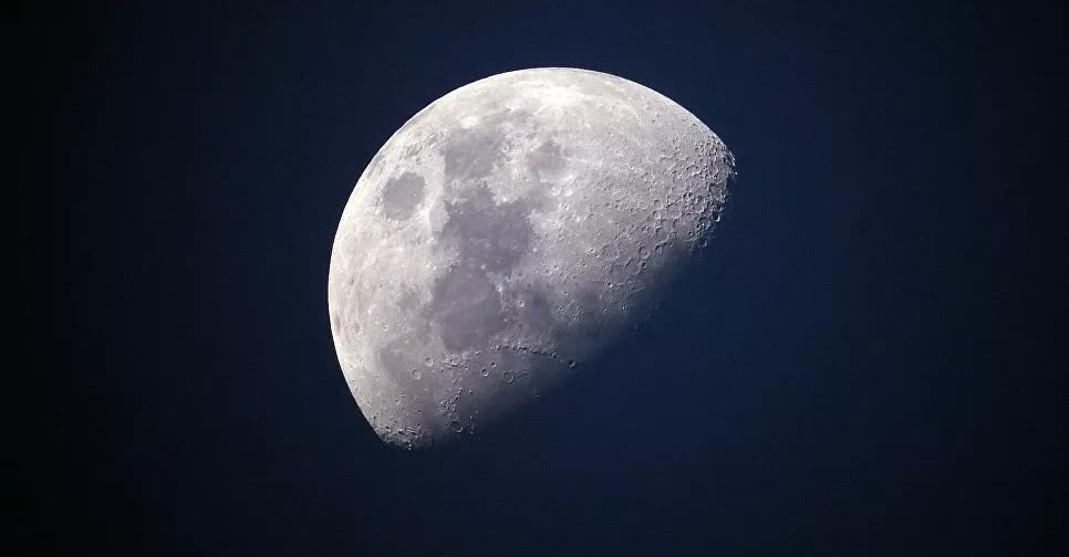 حدث فلكي مدهش… القمر و3 كواكب على خط واحد في السماء
