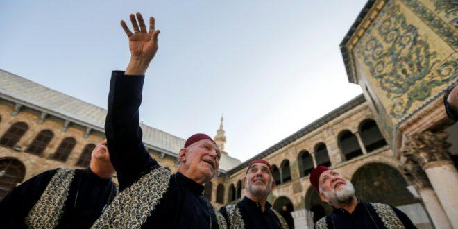 """أذان الجوق"""" تقليد متوارث يحتضنه الجامع الأموي في دمشق"""
