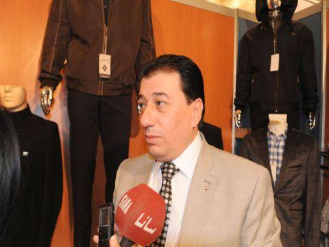 عضو بغرفة تجارة دمشق يطالب الحكومة بفتح محال الالبسة