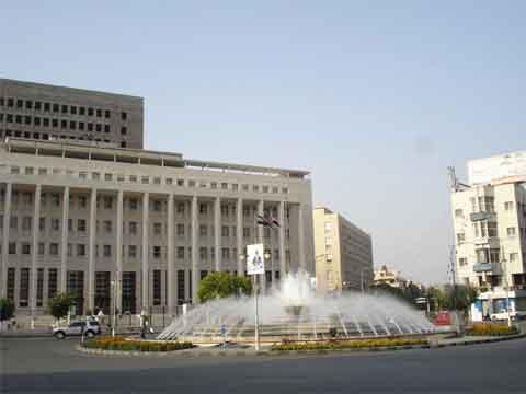المركزي يطالب المواطنين بعدم الإفراط في تعقيم الأوراق النقدية