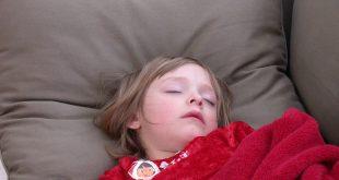 أفضل طريقة لتخفيض حرارة الطفل بدون أدوية وفي أقل من 5 دقائق