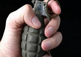 شاب يفض شجاراً بقنبلة يدوية ويصيب 5 أشخاص في السويداء