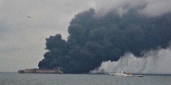 """""""مشهد مروع""""... أول فيديو للسفينة الحربية الإيرانية بعد قصفها في الخليج"""