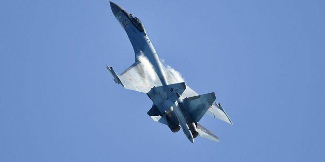 """فيديو يكشف اعتراض """"سوخوي 35"""" لطائرة أمريكية حاولت مراقبة """"إس 400"""" فوق سوريا"""