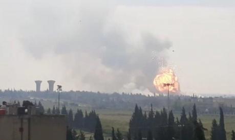 إصابة ١٠ مدنيين بانفجار مستودع عسكري للذخيرة في حمص