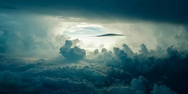 طيار عسكري روسي يكشف سر فيديو الجسم الغامض