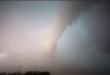 عاصفة قوية تتسبب بطيران رجل في إحدى المدن الروسية