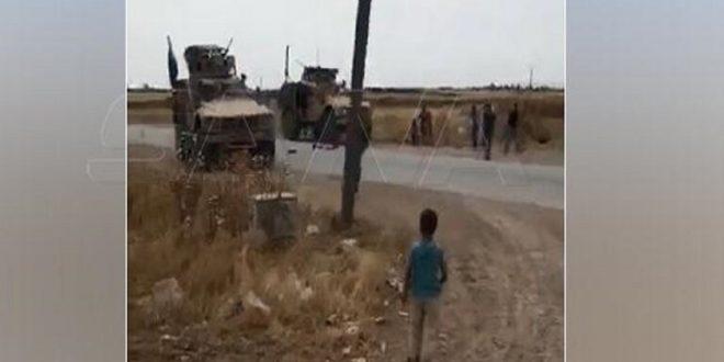 سوريا.. أهالي قرى ريف الحسكة يعترضون رتلا أمريكيا ويرشقوه بالحجارة