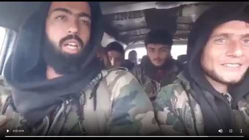 شاهد: لحظة استهداف مسلحين سوريين يطلبون النجدة في ليبيا