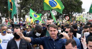 """رئيس البرازيل يتحدى كورونا.. بـ""""تصرف صادم وجنونيّ""""!"""
