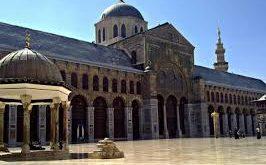 الأوقاف تعيد افتتاح المساجد لكافة الصلوات بدءا من الأربعاء
