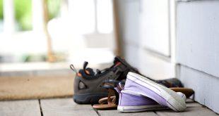 لماذا عليك خلع حذاءك قبل دخول المنزل