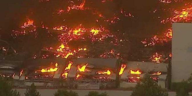 """حريق كبير يلتهم مخازن """"أمازون"""" في أمريكا"""
