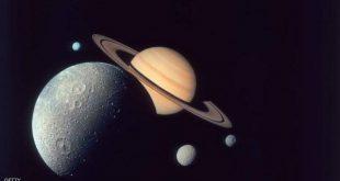 قمر تيتان في طريقه لمغادرة كوكب زحل