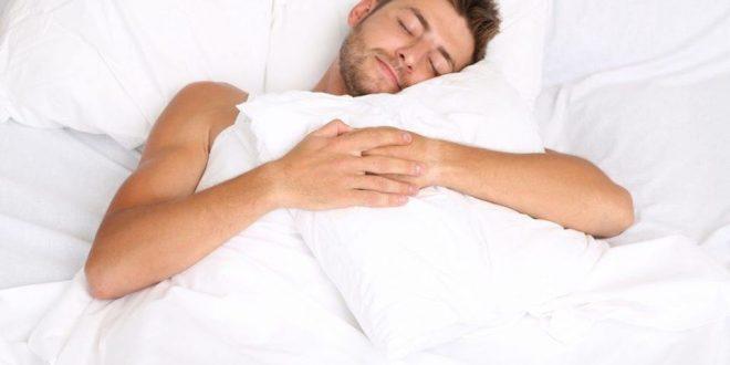 لماذا تشعر بعدم الراحة دون غطاء الفراش