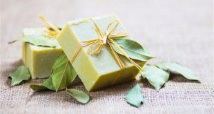 فوائد مذهلة تكتسبها البشرة الدهنية من خلال صابون الغار