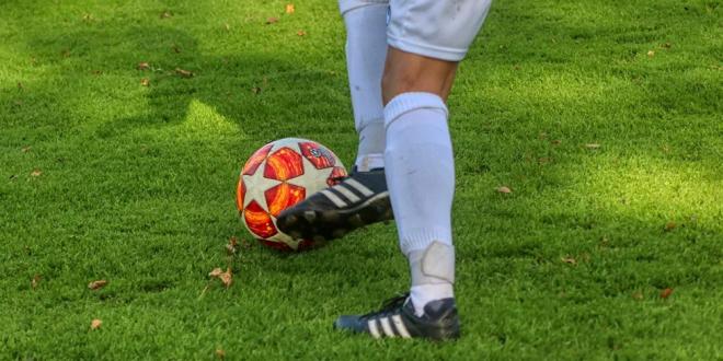 لاعب كرة قدم يسجل هدفا بعد وفاته ووضعه في التابوت.. فيديو