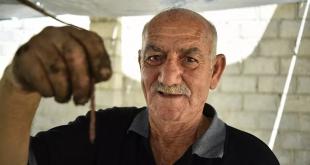 """أول مزرعة """"دود"""" في سوريا... مبادرة فردية لمواجهة الحصار"""