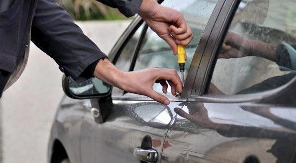 علامات أن سيارتك توشك أن تصبح فريسة سهلة للصوص