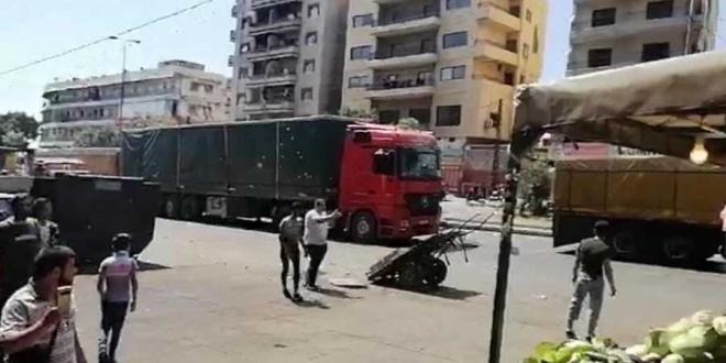 ما قصة الشاحنات المحملة بالبضائع والتي تدخل سوريا من لبنان؟