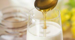 هل يصبح العسل سامًا إذا اضيف إلى الحليب؟