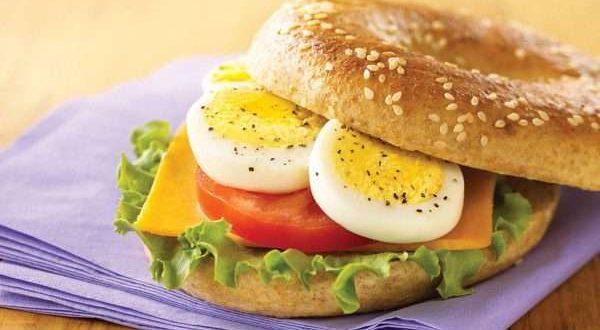 فوائد البيض المسلوق للدماغ والعين والتخسيس