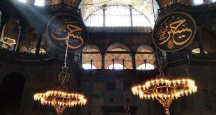 في أول صلاة فيها بعد تحويلها لمسجد.. خطيب يوم الجمعة في أيا صوفيا يحمل سيفاً بيده!
