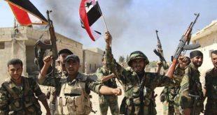 """الجيش السوري يقبض على """"دواعش"""" ويقتل آخرين في البادية..فيديو"""