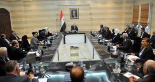 الحوافز واللباس على طاولة رئيس مجلس الوزراء