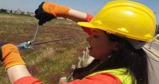 شابة تدير شؤون صيانة خطوط التوتر في كهرباء حمص!