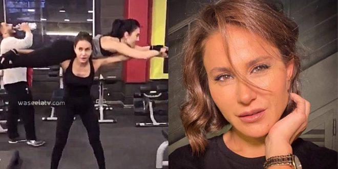 ديمة قندلفت تؤدي تمرينها الرياضية وهي تحمل مدربتها