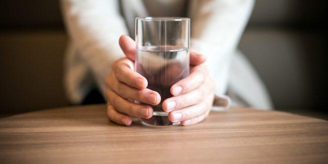 هذه المشاكل الصحية تشير إلى عدم شرب كمية كافية من الماء!