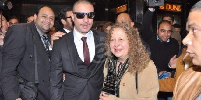 أحمد الفيشاوي ينشر صورة لوالدته سمية الألفي