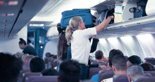 طرد امرأة من على متن طائرة لأنها رفضت ارتداء الكمامة