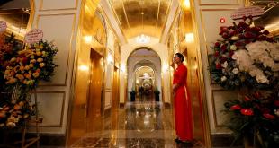 افتتاح أول فندق مطلي بالذهب من الداخل والخارج