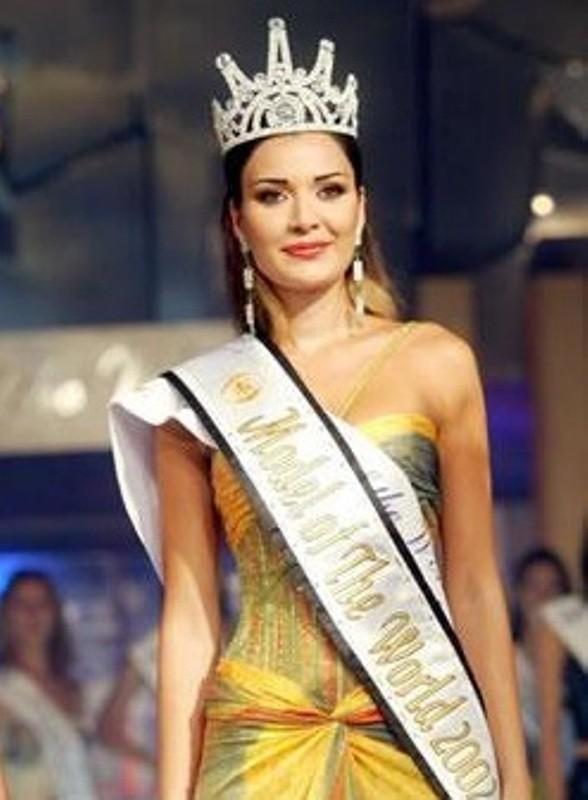 صور نادرة لـ سيرين عبد النور يوم انتخبت ملكة جمال