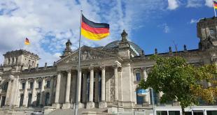 ألمانيا تصدر قانونا يجرم تصوير النساء من تحت الملابس