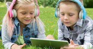 كيف تؤثر السماعات على سمع الأطفال وكيف تحميهم؟