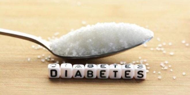 12 إنذاراً من جسمك إلى أنك تأكل الكثير من السكر