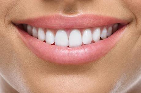 وصفات سحرية يمكنها أن تلمع أسنانك في دقائق معدودة