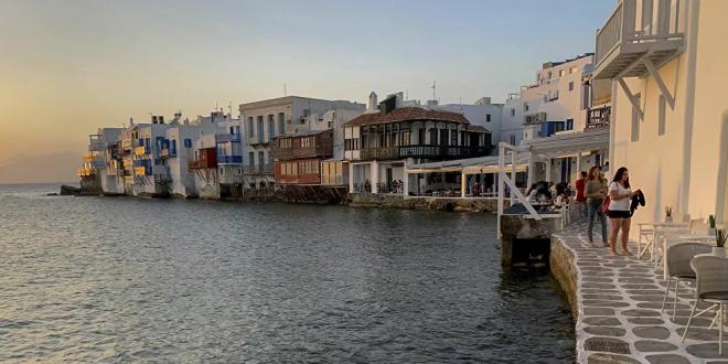 """سكان جزيرة يونانية يكشفون سر """"العمر الطويل"""