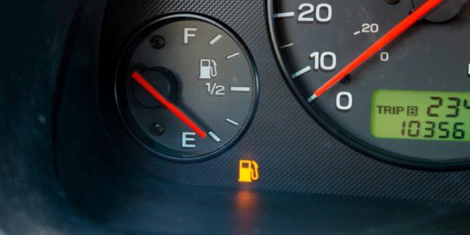 هل تقود سيارتك و خزان الوقود فارغ