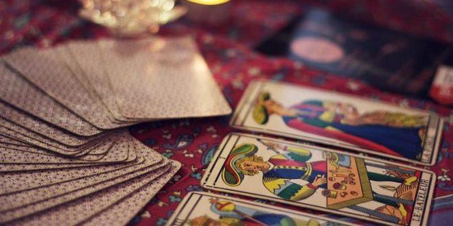 أوراق التاروت .. أسطورة «أوراق اللعب» التي تتنبأ بالمستقبل