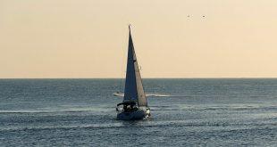 """العثور على """"سفينة"""" غامضة قبالة سواحل القارة القطبية الجنوبية...صور"""