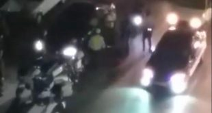 3 سائق سيارة مرسيدس يدهش شرطة المرور والمارة ليفر من الدورية باللاذقية.. شاهد!
