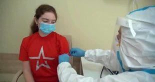شاهد ابنة بوتين تتلقى اللقاح الروسي الجديد ضد فيروس كورونا