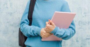 طالبة سورية حققت المعدل التام في الثانوية بالأردن قد لا تتمكن من دخول الجامعة!!